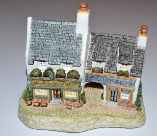 "1991 David Winter Cottages ""Fogartys"" Hand Painted"