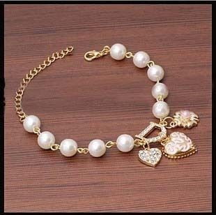 Luxurious Letter D Design Pearl Bangle Heart Pendant