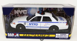 Daron Ford Crown Victoria NYC NYPD Police Interceptor 1 24 diecast Car