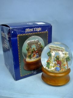 Dept56 Silent Night Lighted Musical Snow Globe 39994 1999