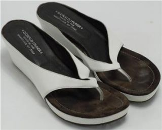 DONALD J. PLINER Guenna Womans White Thong Wedge Sandals Size 10M