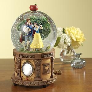 Snow White Disney Snowglobe