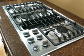 theme of the steel gas cooktop with downdraft