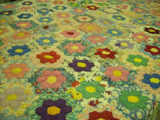 Stitched Grandmas Flower Garden Quilt``Lovely Scalloped Edge