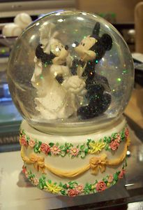 Mickey Mouse and Minnie Mouse Wedding Snowglobe