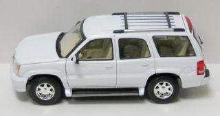 2002 Cadillac Escalade Die Cast Model Car SUV 1 24 Scale Welly White