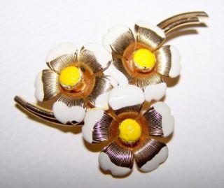 pretty daisy enamel flower brooch pin