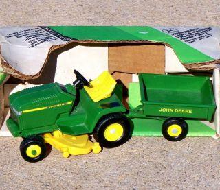 Ertl John Deere Lawn Garden Tractor w Cart Mower 1 16 Farm 5594