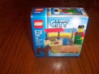 Lego City 7566 Farmer Set Pig Dog Feeding Station