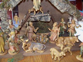Fontanini Depose 16 Piece Nativity Set w Wood Creche