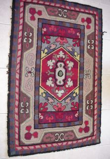 antique folk art 44 hooked rug measures 44x29 inches good condition