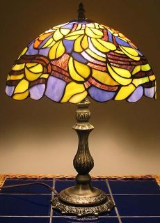 FLOWER & VINES FLORAL PATTERN TIFFANY STYLE LAMP   NEW IN BOX