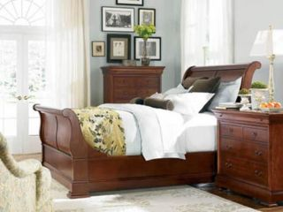 Thomasville Furniture King Street Cherry Sleigh Bed in Queen or King