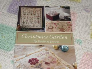 Garden magic blackbird designs quilt pattern for Christmas garden blackbird designs