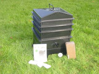 3 Worm Compost Bin with Free Thermometer Black