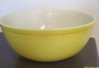Pyrex Primary Color Yellow Large Bowl 4 Quart Nice Mixing Ovenware