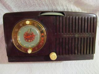 Vintage General Electric 1951 Table Tube Clock Radio Model 515