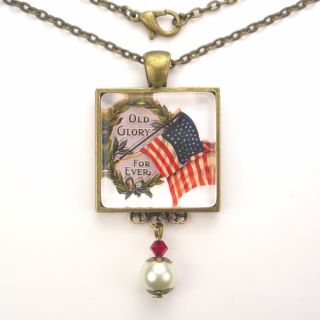 Flag USA Art Glass Pendant Necklace Vintage Charm Jewelry
