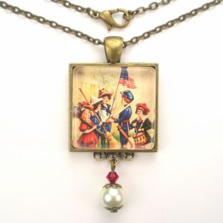 USA Flag Art Glass Pendant Necklace Vintage Charm Jewelry