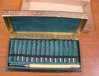 Crochet needles Size 1 14 in original case interchangeable in handl