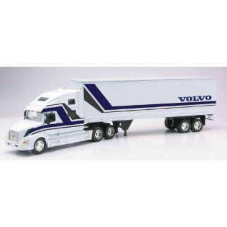 Volvo Toy Truck   VN 780: Toys & Games