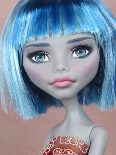 Iona   OOAK 1/6 Ghoulia Yelps Monster High Custom Repaint by Ellen