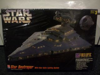 AMT ERTL Star Wars Star Destroyer with Fiber Optic Lighting model kit