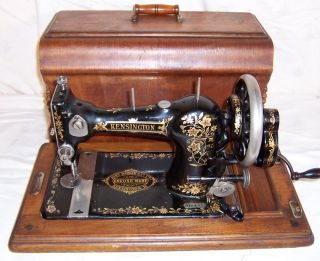 C 1905 Jones Family CS Hand Crank Sewing Machine John Barker Co Kensington