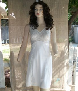 VINTAGE 1970s WOMENs WHITE NYLON LACEY PINUP SEXY MAD MEN FULL LENGTH
