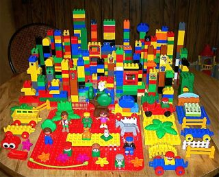 540 PIECE LEGO DUPLO LOT LARGE BASEPLATE TRAIN CARS PEOPLE BLOCKS MORE