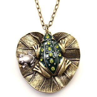 Antique Style Metal Rhinestone Lotus Leaf Frog Necklace Pendant