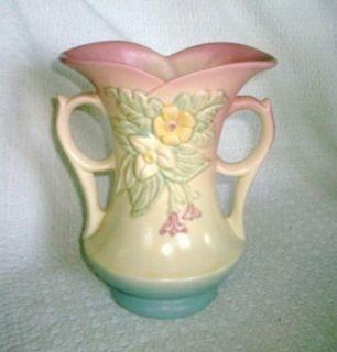Beautiful Vintage Hull Art Pottery Wildflower w 6 7 1 2 Vase