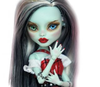 High OOAK Custom Repaint Frankie Stein ♥ dressed ♥ by Rogue Lively