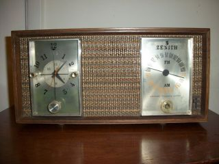 Vintage Zenith Long Distance Am FM Tube Radio Works