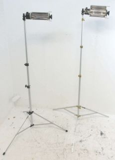 Lowel Tota Lighting Kit 2 Lights 2 Stands in Case Portable Broad Throw
