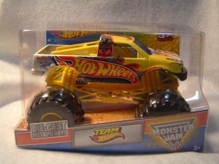 2012 TEAM HOT WHEELS TRUCK MONSTER JAM HOT WHEELS 1 24 GRAVE DIGGER