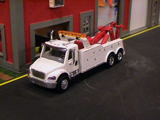 FREIGHTLINER M2 SEMI CAB TOW TRUCK WRECKER 1 64 HOT WHEELS CARS WHITE