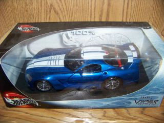Hot Wheels Blue and White Dodge Viper GTSR 1 18 New in Box