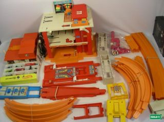 1969 HOT WHEELS HIGH PERFERFORMACE SET TUNE UP TOWER 2 WAY SUPER
